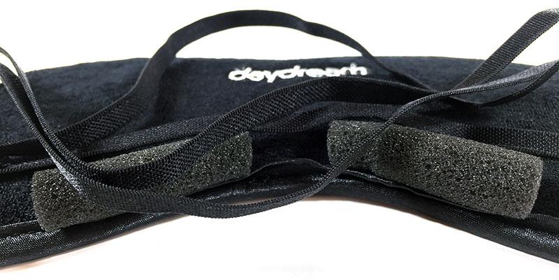 Daydream Basic Black Černá maska na spaní Polštářky